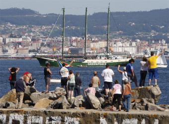 Greenpeace_puerto_deportivo_Cangas
