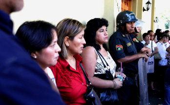 Afectados frente a embajada española en Lima