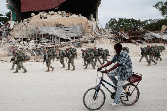 Soldados norteamericanos en misión de ayuda en Haití