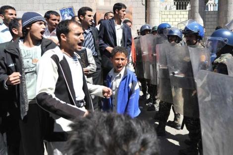 Manifestantes yemeníes a favor de los derechos humanos